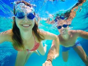 proteger los ojos en el agua