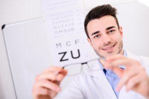 el test snellen para medir la agudeza visual - Clínica Ocumed