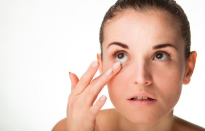 Cómo hacer la higiene palpebral