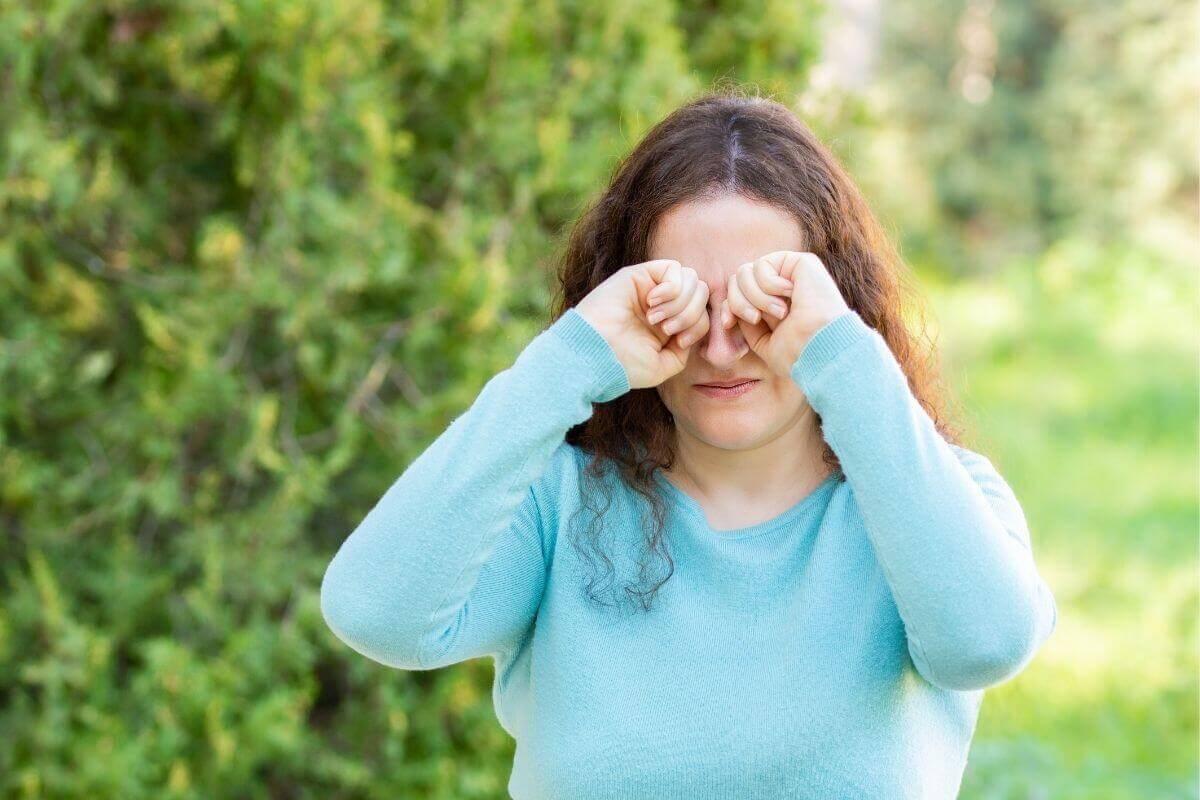 cómo diferenciar una alergia del ojo seco