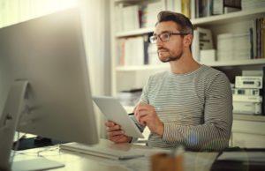 Limita el tiempo frente a una pantalla para mantener tu salud visual
