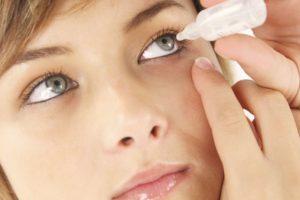 Uso de lágrimas artificiales para evitar el cansancio visual
